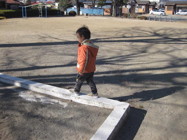 線の上を歩くこと (2)